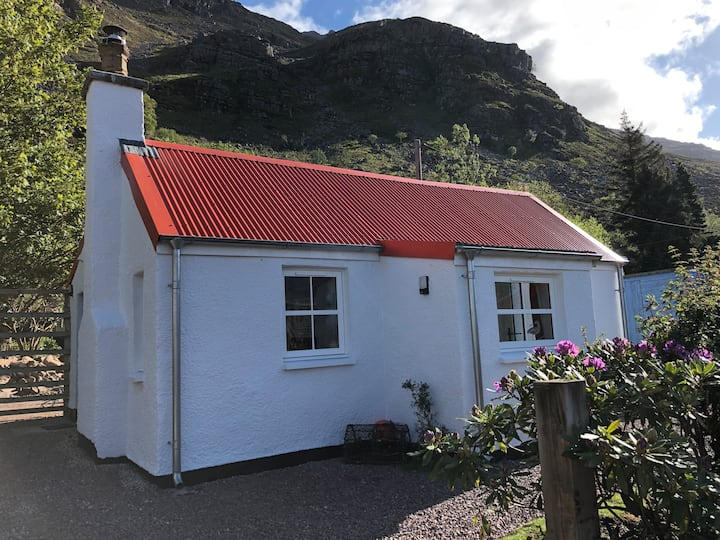Traditional Highland Seaside Cottage in Torridon