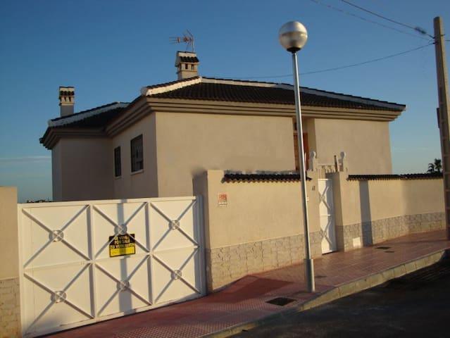 Chalet grande con espectaculares vistas - Ciudad Quesada - Villa