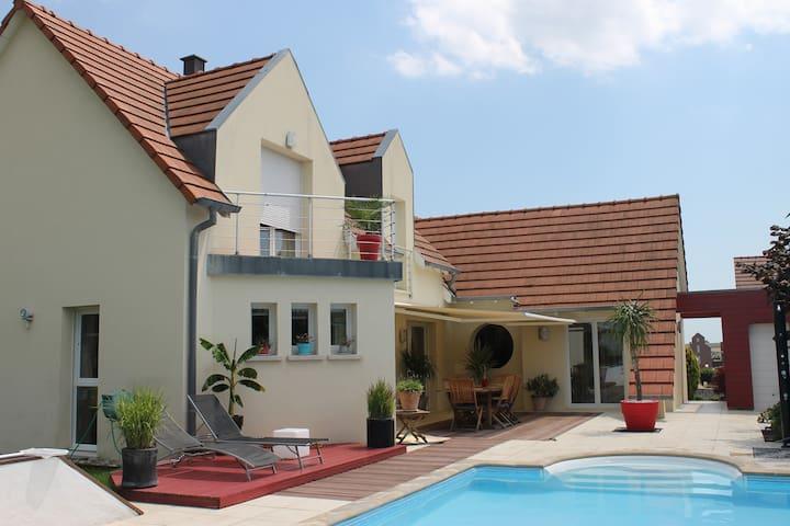 Belle maison contemporaine à 10 mn de Strasbourg. - Breuschwickersheim - บ้าน