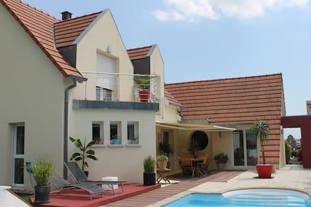 Maison moderne au calme à 10 mn de Strasbourg - Breuschwickersheim