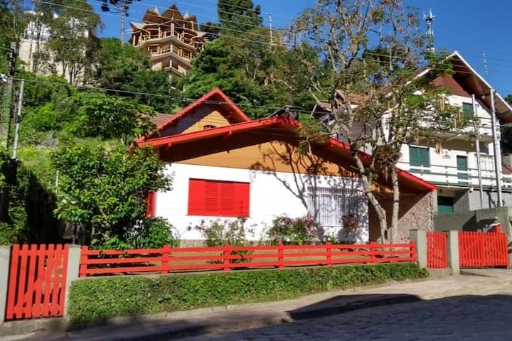 Casa confortável a 5 min a pé do Baden no Capivari