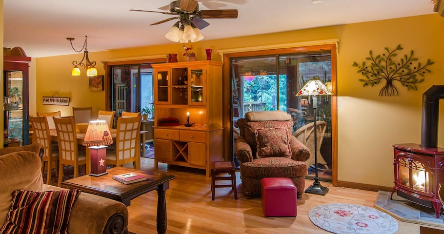 3 Bedroom Dog Friendly Family Retreat, Perfect For Your Vermont Vacation!
