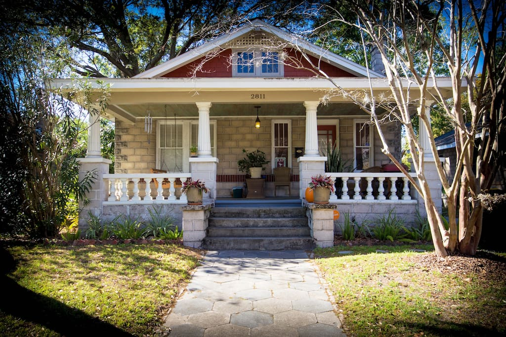 Historic Bungalow Home, Great Front Porch and Cozy