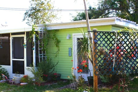 Susie's Old Florida Cottage - Bokeelia - Bungaló