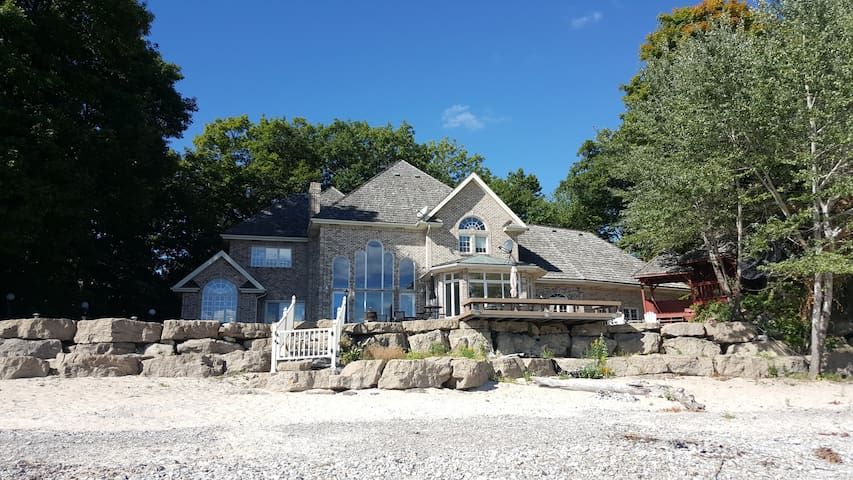 Villa in Niagara for rent: Price Reduced