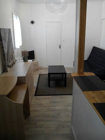 Studio meubl centre ville de rouen flats for rent in for Location studio meuble a nice