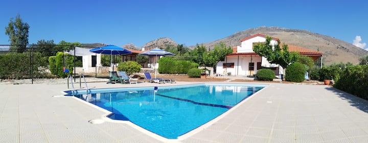 George's Dream House - Maison avec piscine privée