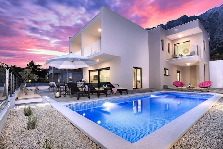 VillaMaris ****Four Star luxury with A HEATED POOL