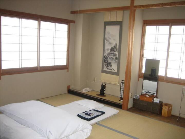 Japanese-style room(8 tatami mats)non smoking