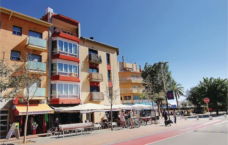 Holiday apartment with 4 bedrooms on 90m² in Calella