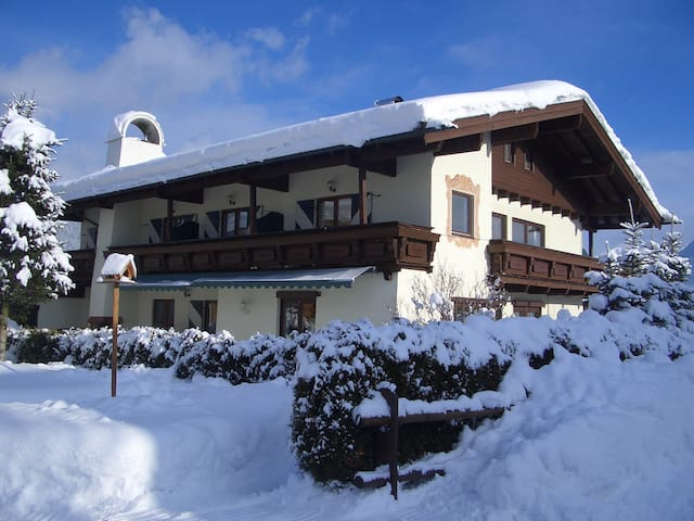Cosy appartment in beautiful location - ideal base - Sankt Johann in Tirol - Pis