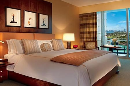 RITZ  CARLTON HOTEL-BEST UNIT IN THE HOTEL! 3 BEDS