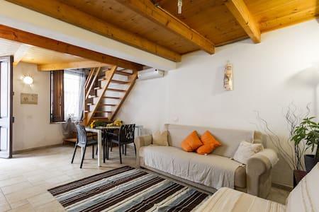 Luminoso e accogliente bivano indipendente - Cagliari - Huis