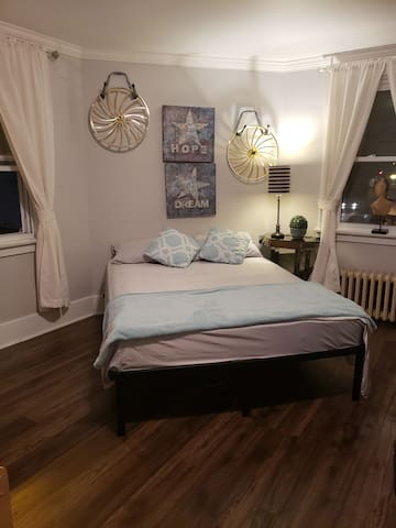 Room#3 ,Master Bedroom with FREE parking