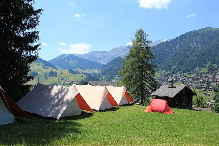 Small campsite w/ mountain views & full kitchen
