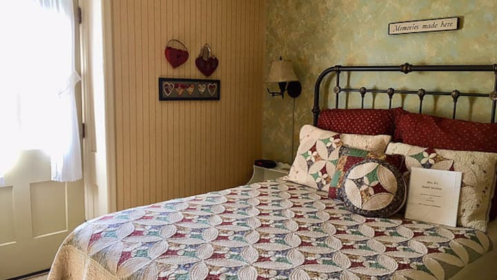 Mrs. B's Historic Lanesboro Inn - Room 5
