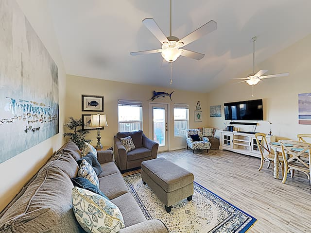 Renovated Nemo Cay Townhome w/ Pool-- Near Beach