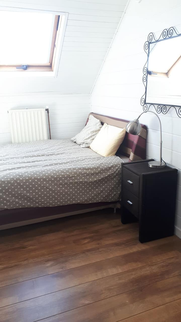 Private room with Tv Room (3th) + free parking