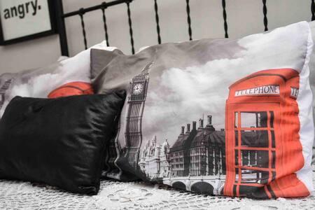 Quarto Londres, luxo e conforto p/ casais