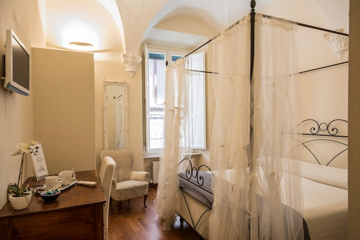 Charming room one step from Duomo 2