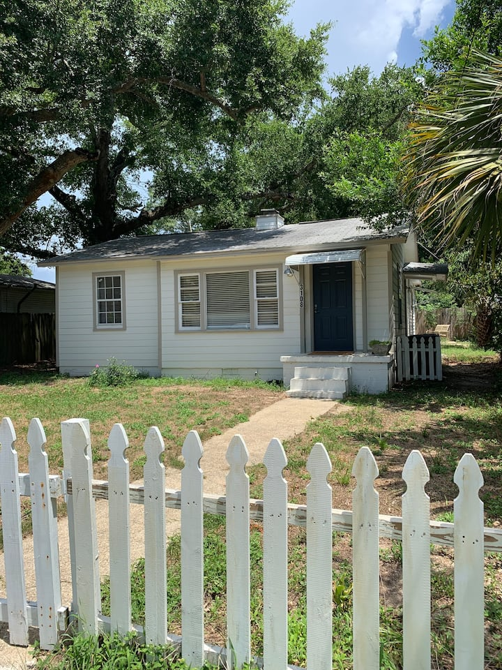 3 bedroom 2 bath cottage near downtown and beach