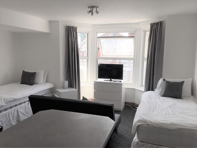 Bright and Airy one bedroom flat in City Centre
