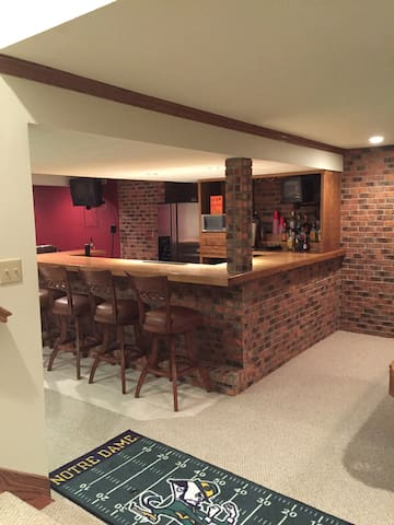 Large Entertainment Home near Notre Dame - South Bend - Hus