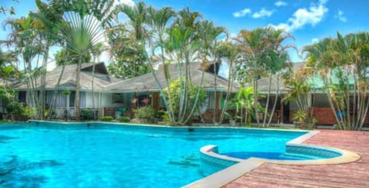 villa piscina jacuzzi WiFi terraza centro 5' playa