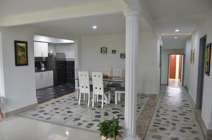 Confortable casa completa, excelente ubicación