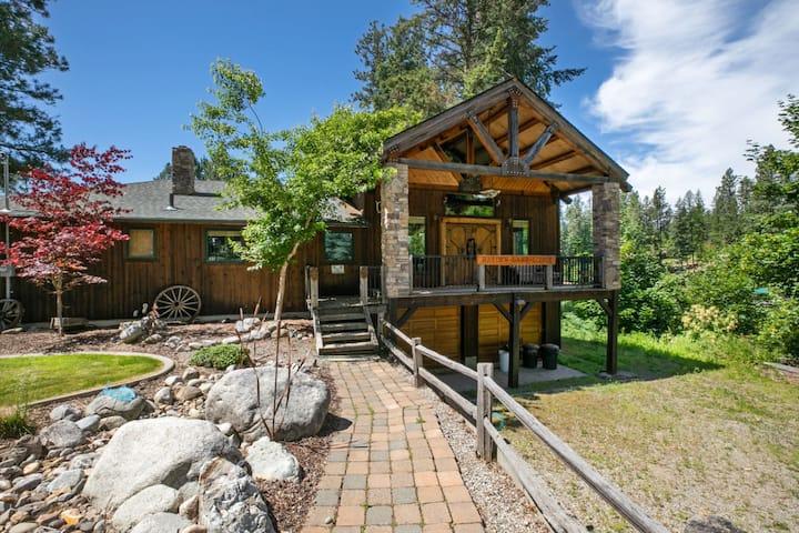 Hayden Lake Lodge | Incredible Waterfront Cabin