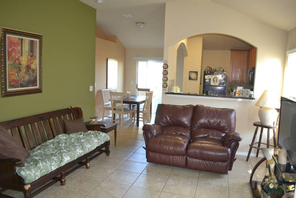 Common Living Area, Dining and Kitchen for your use on your stay. :)