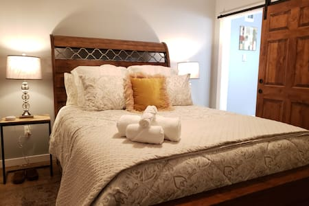 Brand New Vintage Guest House 5 Mins From Downtown