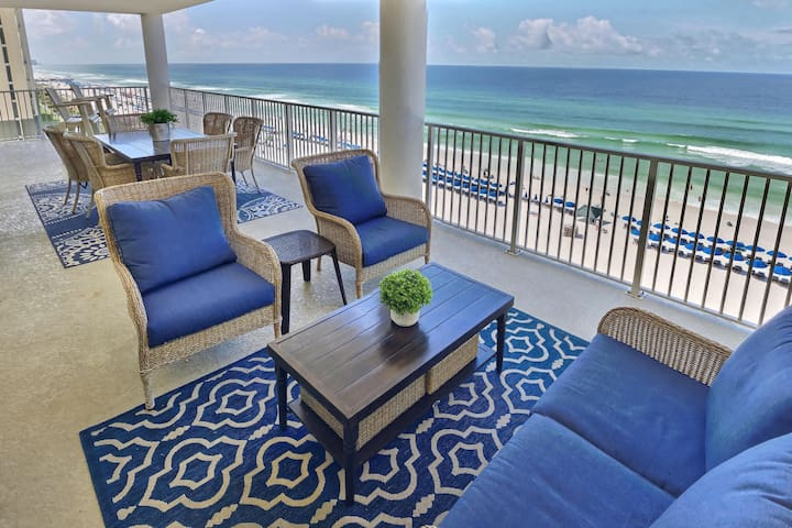 Updated luxury oceanfront-spacious Beachfront deck