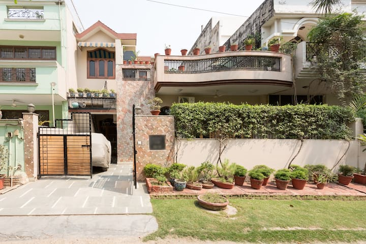 Charming home in beautiful local, sanitised linen - Noida - Bungalow