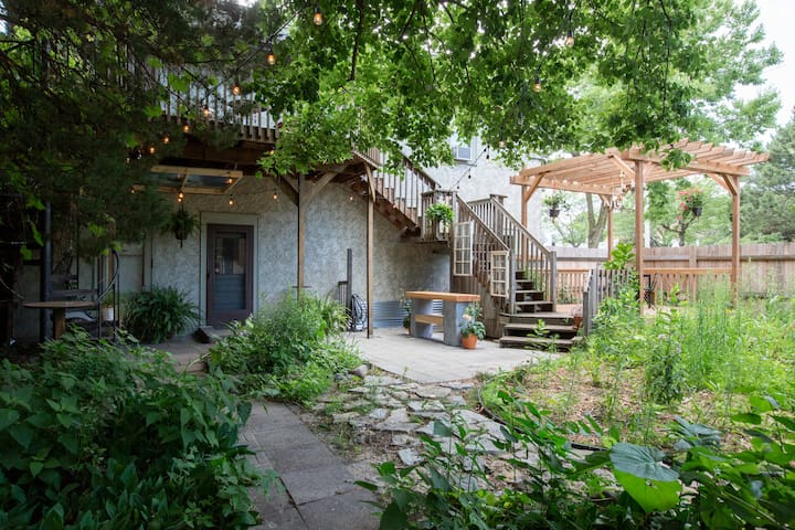 Spend time out in the beautiful backyard -- there's a deck, firepit, swinging chair and a bar for entertaining.