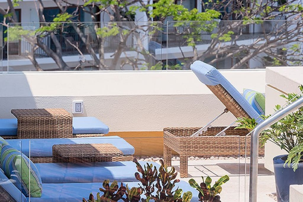 loung chairs and pool by the terrace