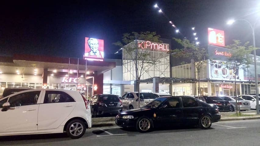 Wide veriety of eatery at KIP Mall@KIPCentral