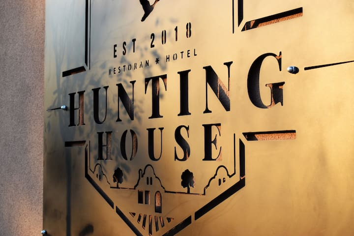 Hunting House doo