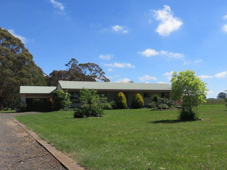 Trentham East Country Stay - from the driveway