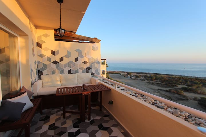 Beachside flat with panoramic views - Estepona