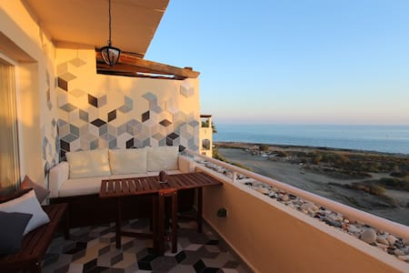 Beachside flat with panoramic views - Estepona - Apartment