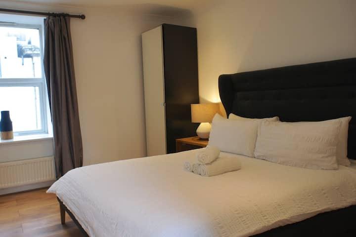 *Tulip 5* Two Bed apt w Balcony near Brick Lane