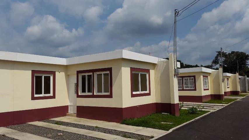 Casa amueblada en condominio privado