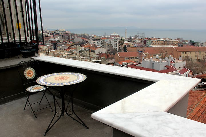 Cozy Suite With Balcony and Free Wİ Fİ