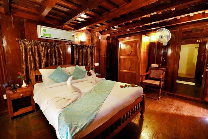 Heritage Suite | Triveny River Palace | Hubloft
