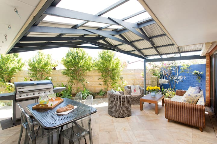 Chillax! Light & Airy Garden Villa
