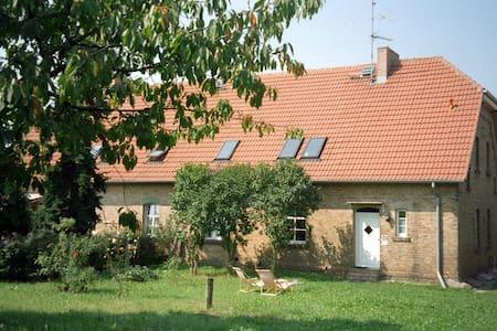 Ferienwohnung im Bauernhaus mit Garten - Oberuckersee