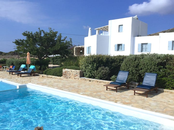 A wonderfull villa right on the sea