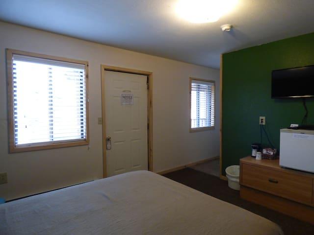 Room 8 Single Queen