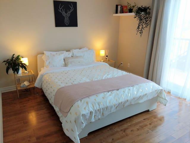 Small cozy apartment near Parks, Cafés and Shops